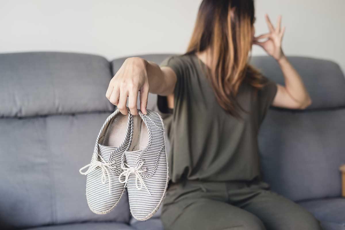 Manutenzione scarpe: come rimuovere i cattivi odori?
