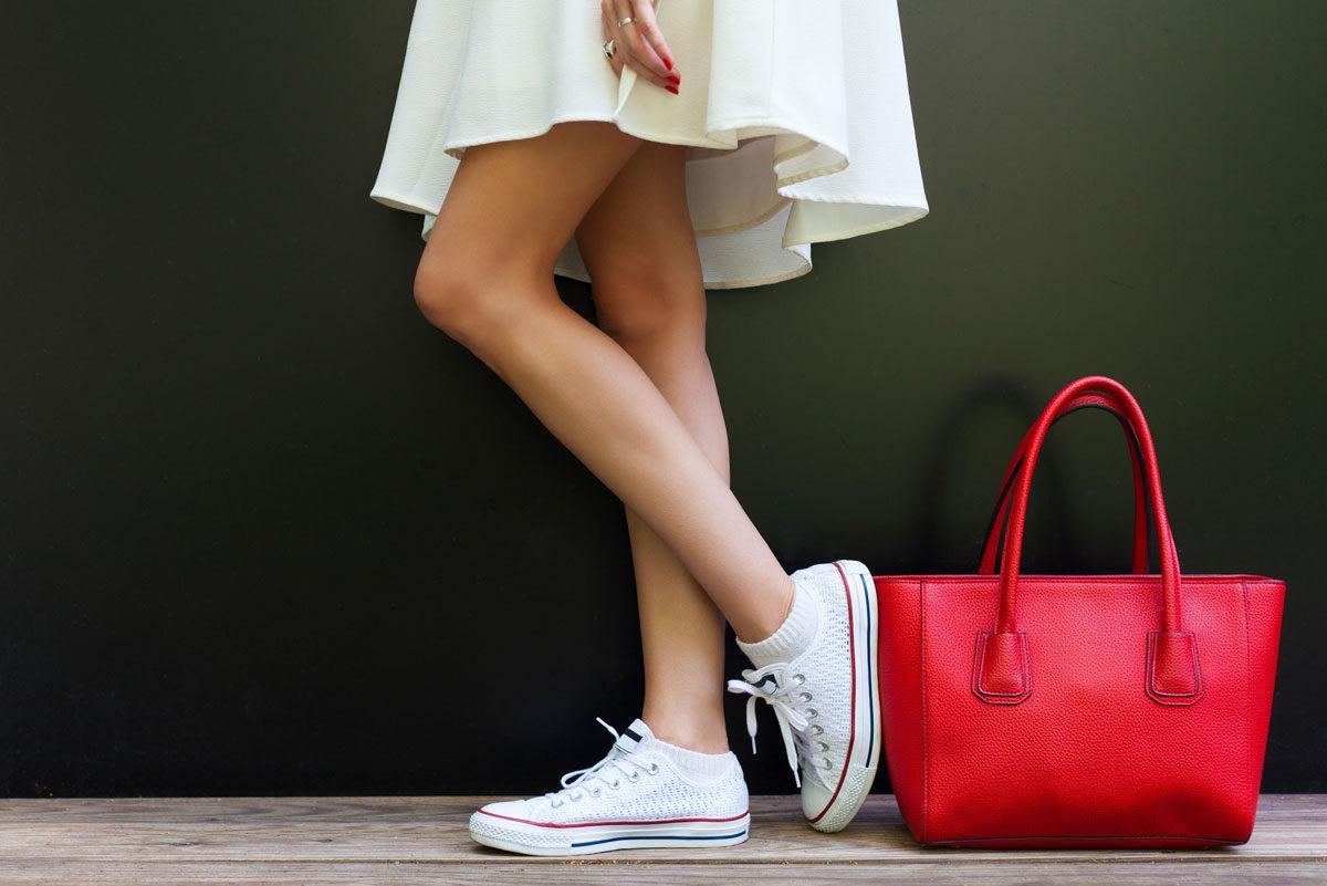 sneakers e vestiti